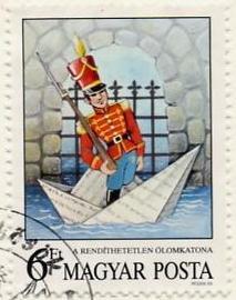 Papírcsónak magyar bélyegen és a Dunán