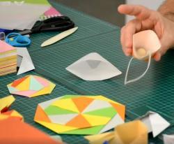 Online origami oktatás - papírpohár és moduláris díszkör