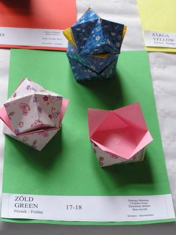 Tomoko Fuse: Emeletes doboz