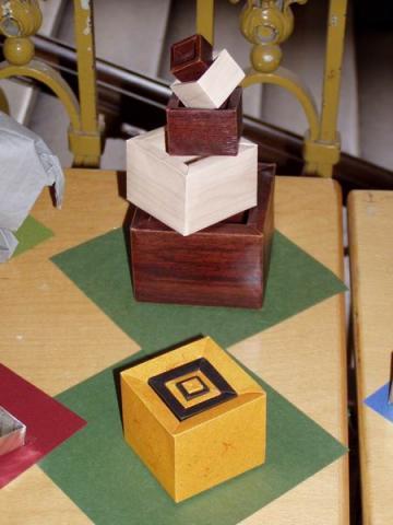 Dabid Brill: Egymásba illeszthető dobozok