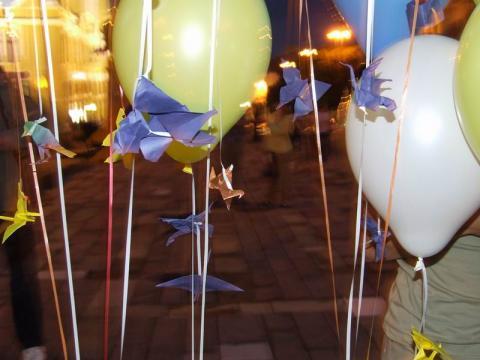A 18. origami találkozó fő attrakciója - Hajtogatás a főtéren