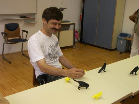 Tomas Siwak tanítja a kismadarát