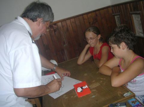 Gyerekek várják a rajzot