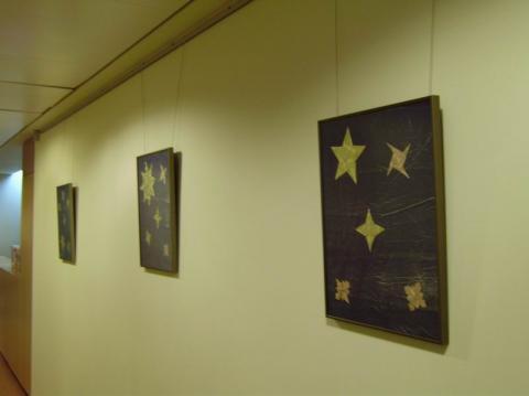 Faliképek csillagokkal