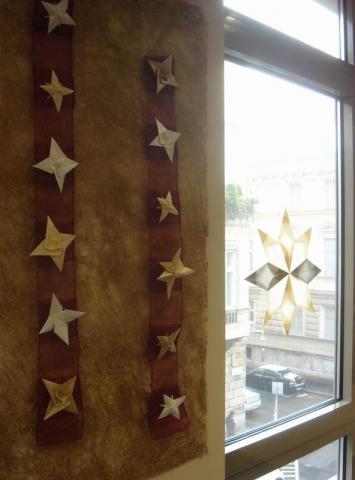 Csillagok a falon és az ablakon