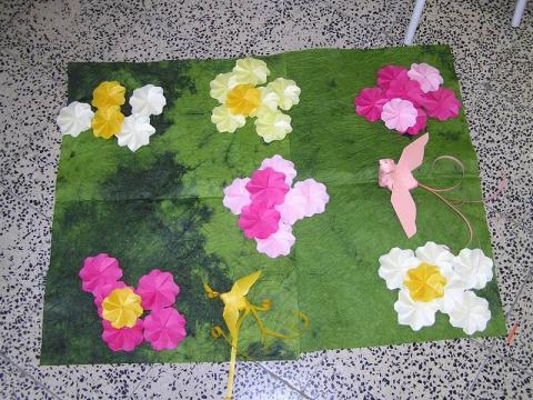 Készülő virágkompozíció