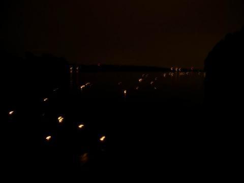 Mécsesek csónakban a Duna parton